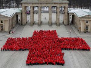 Rotes Kreuz aus Personen