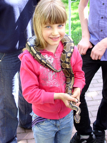 Mädchen mit Schlange