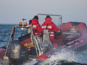 Wasserwacht Boot mit 2 Mann Besatzung